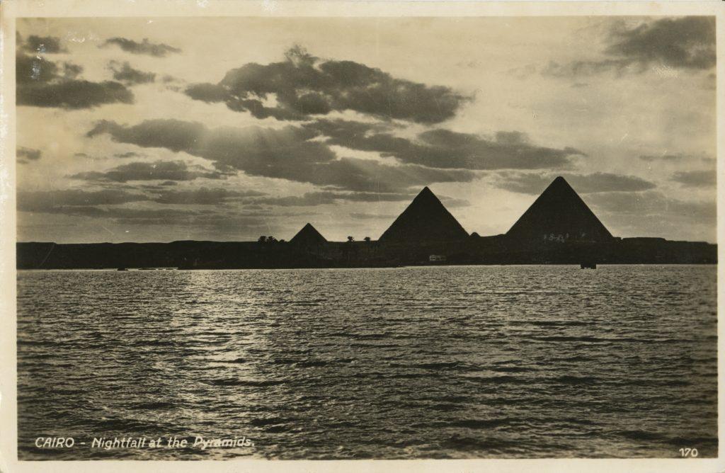 ピラミッド(Pyramids)