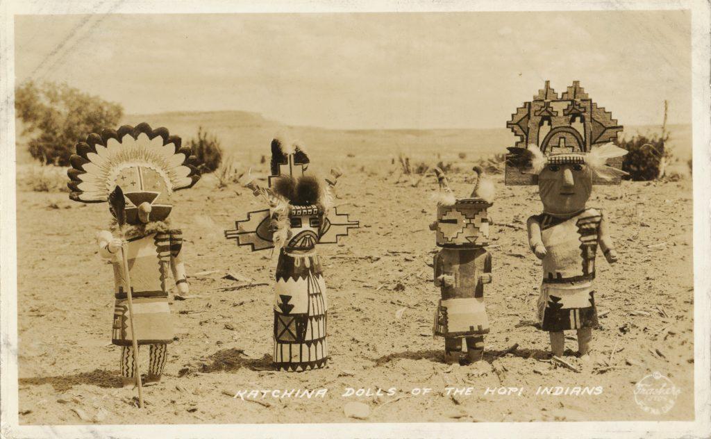 ホピ族のカチナドール(Kachina dolls)