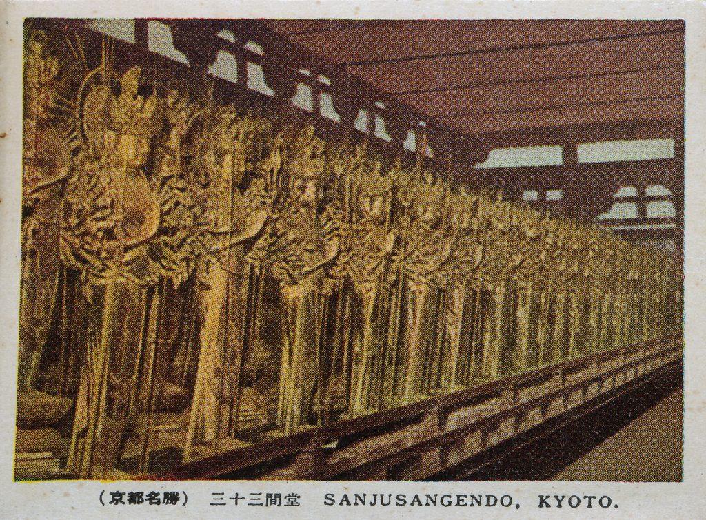 三十三間堂の千手観音像(Thousand-armed goddess at Sanjusangen-do)