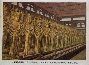 三十三間堂の千手観音像(Thousand-armed goddess at Sanjusangen-do)