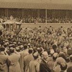 Coronation procession(戴冠式の行列) – Free image Vintage postcard